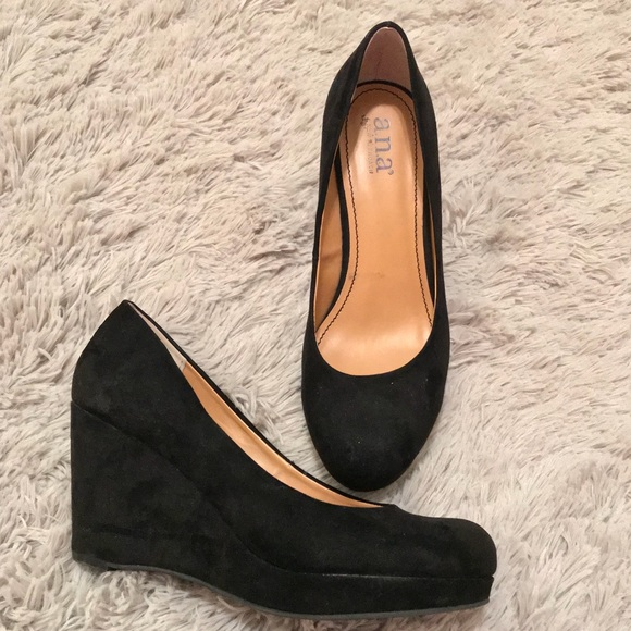 Like New Ana Black Wedges Faux Suede